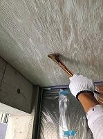 8-22玄関軒天井ユートン上塗り1回目塗装