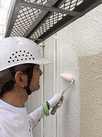 5-24外壁ソフトサーフ中塗り塗布2