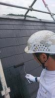7-31屋根上塗りファインシリコンベスト塗布1回目 (1)