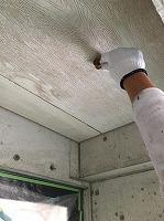 8-22玄関軒天井ユートン上塗り2回目塗装
