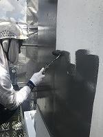 8-6壁面(ニッペファインSi)上塗り塗装1回目1