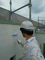 5-24中庭外壁エポキシ系シーラーエコ下塗り塗布