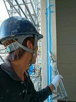 6-14外壁シール工事のシール充填作業
