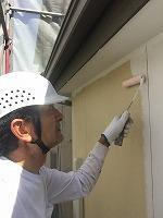 6-6外壁中塗りソフトサーフ塗布 (1)
