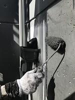 8-12外壁南面上塗りファインSi塗布1回目 (3)