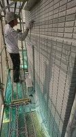 5-31壁面(ニッペパーフェクトトップ)上塗り吹き付け塗装2回目2