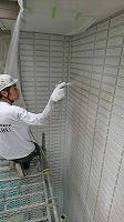 5-31壁面(SK水性ソフトサーフ)中塗り吹き付け塗装2回目2
