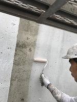 8-5外壁中塗りダイナミックフィラー塗布 (4)