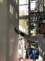 5-18南面・玄関前外壁上塗り無機マスターズコート1回目塗布2