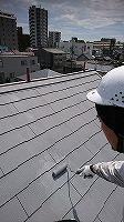 8-26屋根上塗りガイナ塗布3回目 (2)