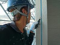 6-14外壁シール工事の既存シール撤去作業