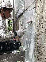 8-5外壁中塗りダイナミックフィラー塗布 (1)