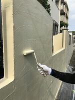 5-14南面塀上塗りダイナミックトップ塗布2回目2