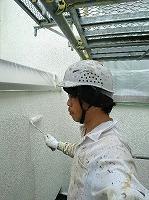 5-24中庭外壁ダイナミックフィラー中塗り塗布