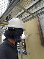 7-2外壁シール工事の既存シール撤去作業