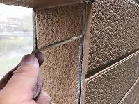 5-28外壁シール工事の既存シール撤去作業