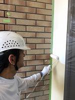 6-6外壁中塗りソフトサーフ塗布 (2)