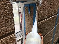 5-28外壁シール工事のシール充填作業