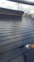 6-6屋根上塗りシリコンベスト塗布1回目 (1)
