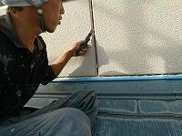 9-23外壁目地シール工事の既存シール撤去作業