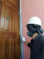 6-9サッシ廻りシール工事のシーラー下塗り塗布
