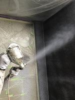 9-11外壁ダイヤカレイド上塗り吹き付け1回目塗装