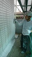 5-31壁面(SK水性ソフトサーフ)中塗り吹き付け塗装2回目1