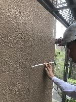 5-12外壁クラック補修(変性シリコン)作業 (4)