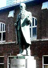 ウィリアムズさん銅像