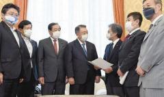 """""""安倍総理の責任放棄だ""""野党が臨時国会召集を要求"""