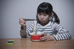 日経新聞報道「米国では年収1400万円は低所得」のショック!どんどん貧しくなる日本から逃げ出すべきか