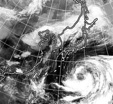 台風10号、西日本接近へ お盆休み、大荒れの恐れ