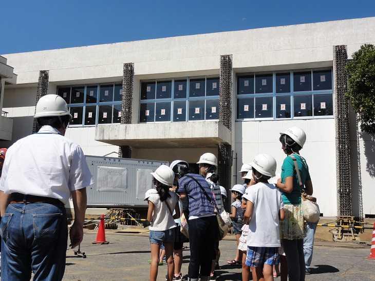 吾妻小学校PTA2013年08月吾妻小体育館工事現場見学会を開催しました。「つくば漢字探検隊 in 吾妻小学校」の参加登録について体育館の工事現場見学会を開催します(開催日が決定しました。)