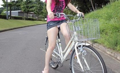 自転車 パンチラエロ