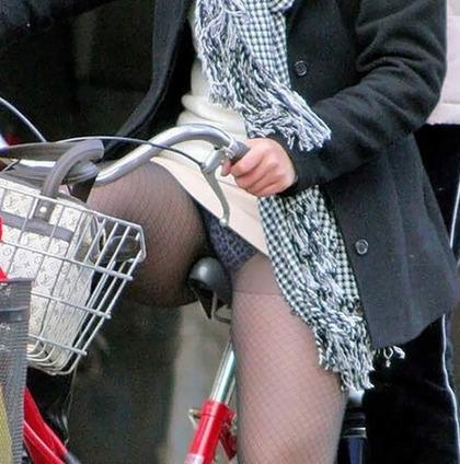 自転車 盗撮 パンチラ8