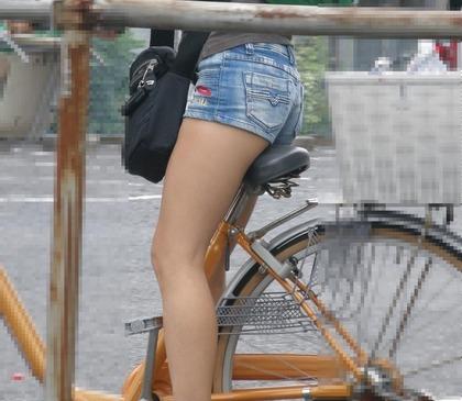 自転車 盗撮 パンチラ11