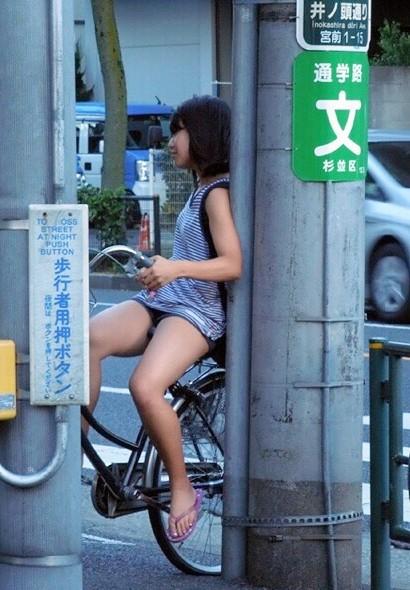 自転車 盗撮 パンチラ js2