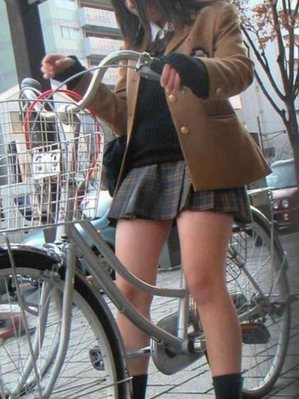 自転車 盗撮 パンチラ12