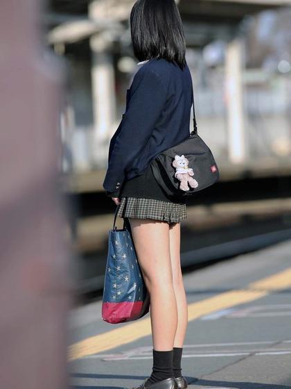 ミニスカ女子高生 エロ 002