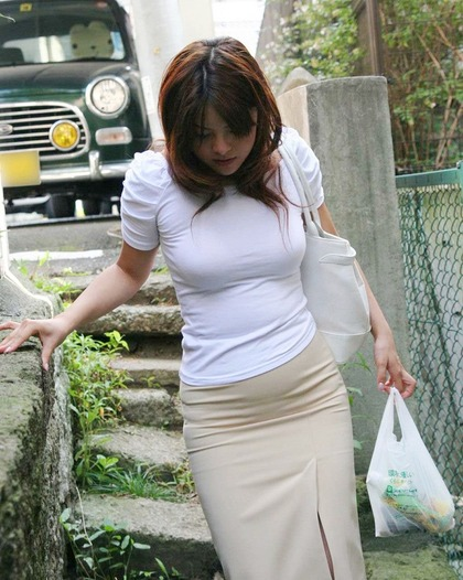 着衣エロ画像4