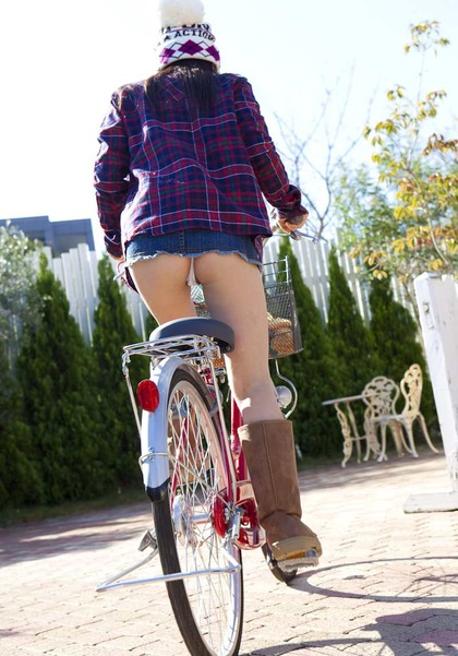 自転車 盗撮 パンチラ13