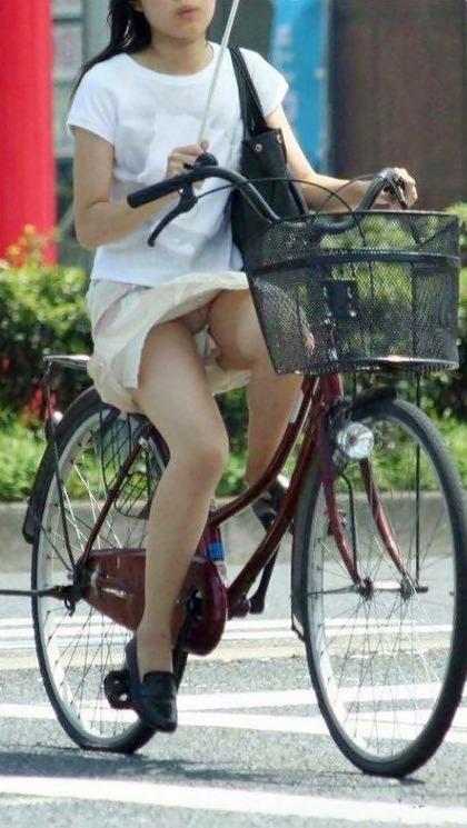 自転車 盗撮 パンチラ5