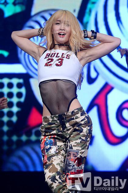 TWICEとかいうK-POPアイドルの超どスケベなステージ衣装w