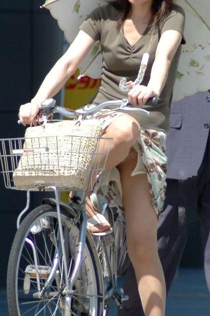 自転車 盗撮 パンチラ3