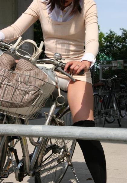 自転車 盗撮 パンチラ1