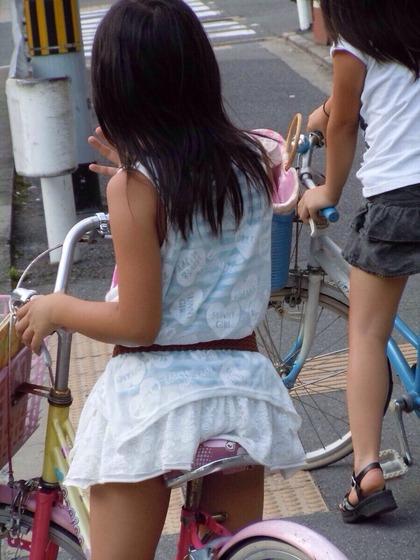 自転車 盗撮 パンチラ js3