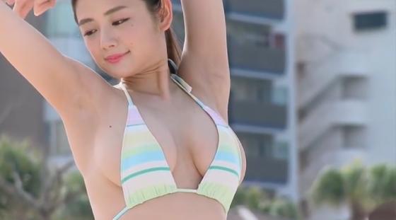 片山萌美 大きなバスト 水着 セクシー写真