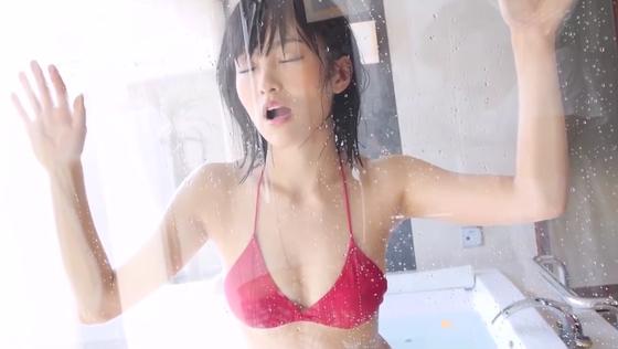 山本彩 バックから 濡れた水着 セクシー写真
