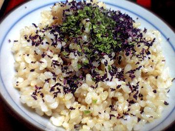 玄米ご飯ゆかりかけ