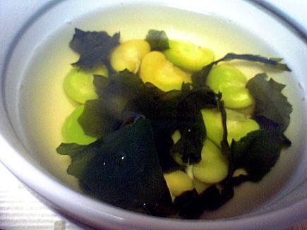 空豆とわかめのスープ